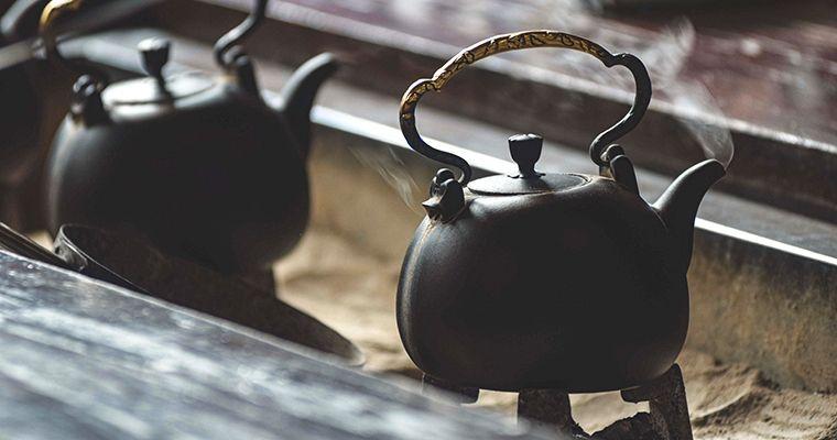 九份茶坊所使用的炭火燒水